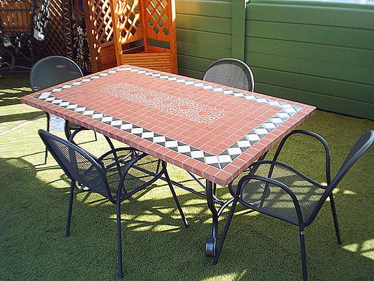 Realizzare un tavolino a mosaico per il giardino arredandocasa - Tavolo giardino mosaico prezzi ...